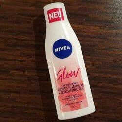 Produktbild zu NIVEA Glow Erfrischende Reinigungsmilch + Gesichtswasser
