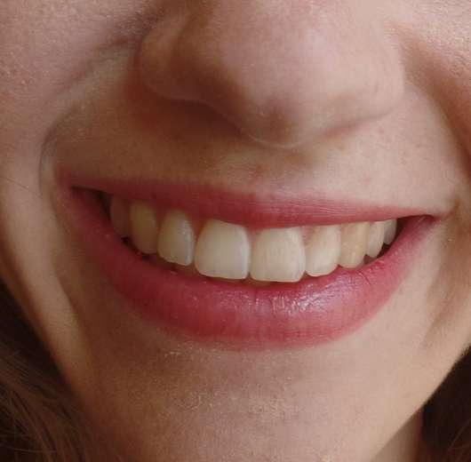 Lippen mit Alterra Naturkosmetik Lippenbalsam Bio-Granatapfel