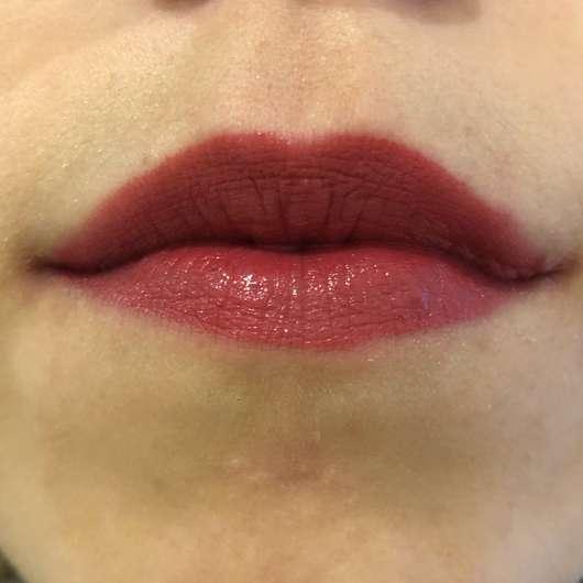 Lippen mit ARTDECO Perfect Color Lipstick, Farbe: 887 Love Item (LE)