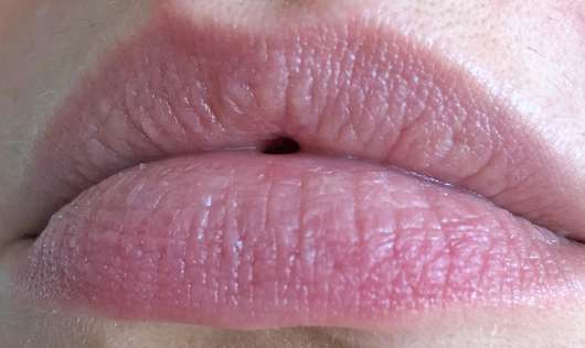 "Lippen mit Dionis Goat Milk Lip Balm ""Vanilla Bean"""