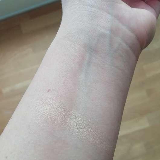 Rival de Loop Highlighter, Farbe: 02 Gold - Swatch auf dem Unterarm