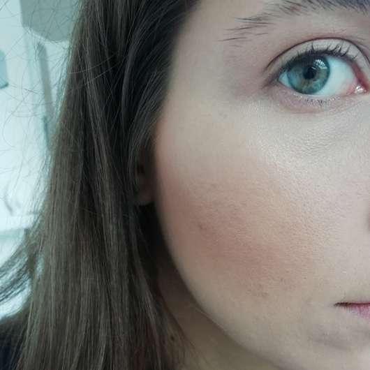 Rival de Loop Highlighter, Farbe: 02 Gold - Tragebild im Gesicht