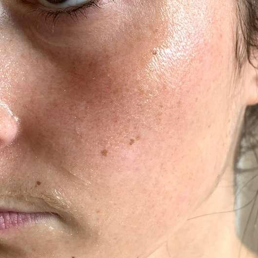 """Schaebens Luxus Maske """"Golden Glamour"""" - auf der Haut aufgetragen"""