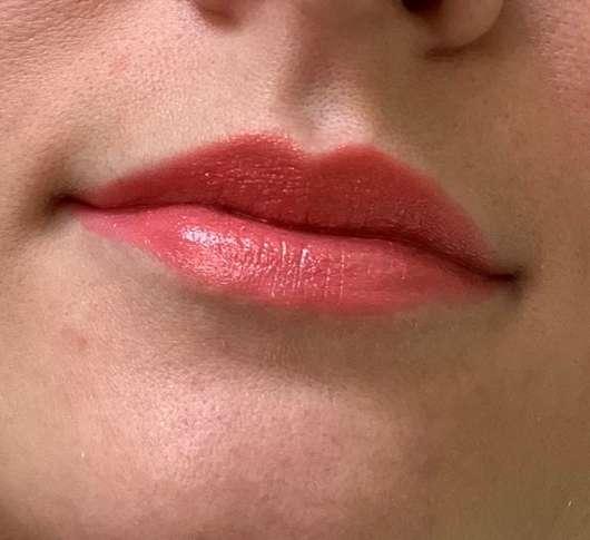 Lippen mit ARTDECO Color Lip Shine Lipstick, Farbe: 24 shiny coral (LE)
