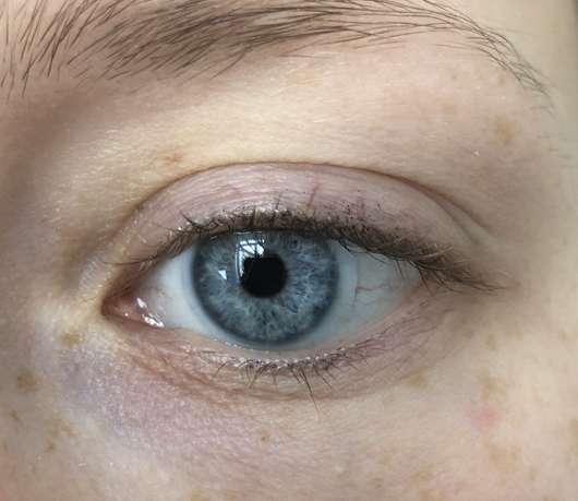 Auge ohne essence I love extreme crazy volume mascara