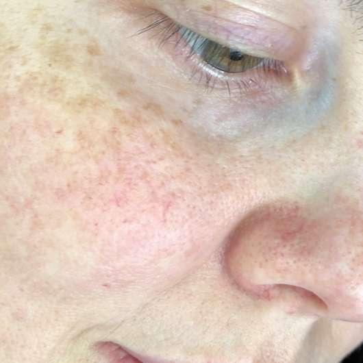 Haut direkt nach dem Abnehmen der lavera Naturkosmetik Glow Tuchmaske