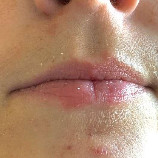 Lippen mit  HelloBody Coco Kiss Lip Scrub