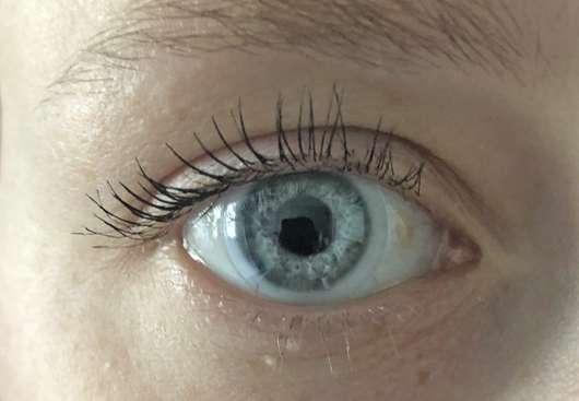 Auge mit Maybelline Lash Sensational Voller-Wimpern-Fächer Mascara, Farbe: Black