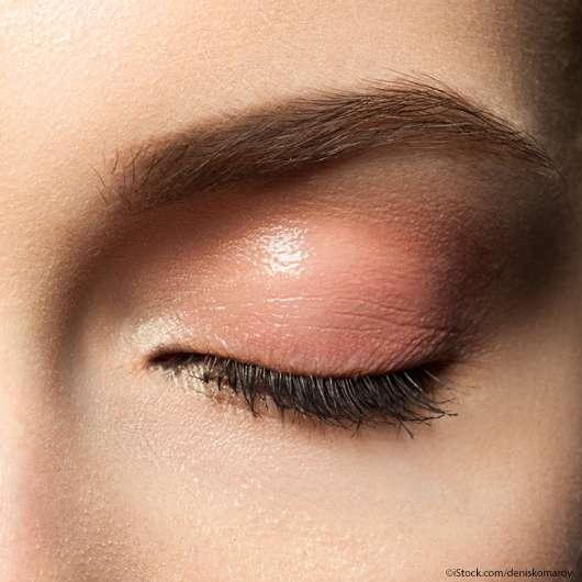Pearly Eye Gloss: Glänzender Make-up-Trend für den Frühling