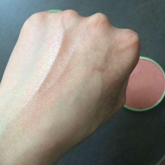 Swatch auf dem Handrücken - Pixi +C Vit Glow-y Powder, Farbe: Peach Dew