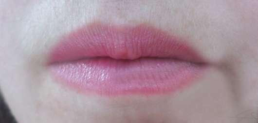 Lippen mit ARTDECO Color Lip Shine Lipstick, Farbe: 54 shiny raspberry (LE)