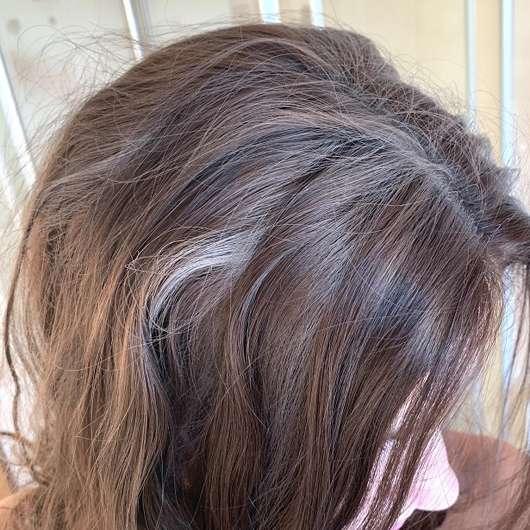 Haare direkt nach der Anwendung des Balea Trockenshampoo Fruity Dreams