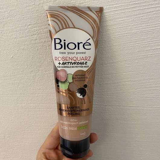 Bioré Sanftes, porenverfeinerndes Peeling mit Rosenquarz + Aktivkohle