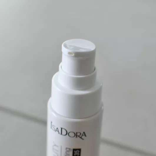 IsaDora Skin Beauty Perfecting & Protecting Foundation SPF 35, Farbe: 03 Nude - Dosieröffnung