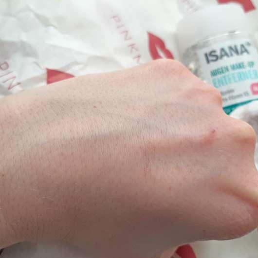 Handrücken nach der Anwendung des ISANA Augen Make-Up Entferner (ölfrei)