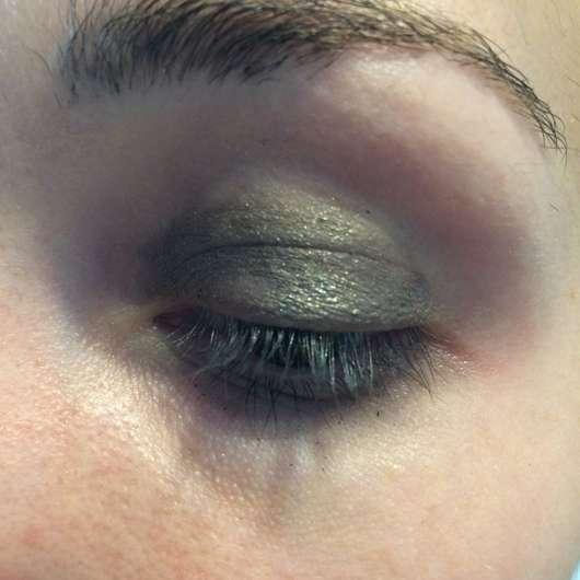 auf dem gesamten Lid (nach ca. 8 Stunden Tragedauer) - Make Up Factory Cooling Eyeshadow Stick, Farbe: 18 Grey Glamour (LE)