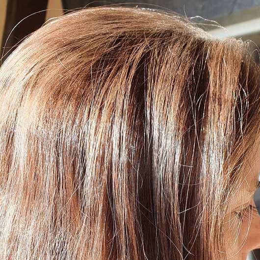 Balea Trockenshampoo Hawaiian Coconut - aufgetragen im Haar