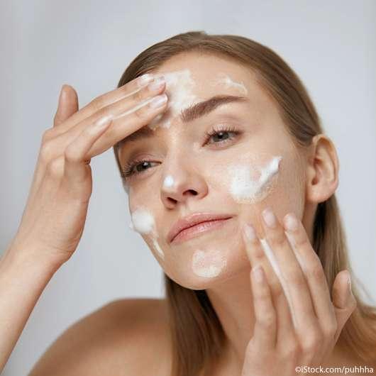 Hilft Anti-Schuppen-Shampoo gegen Pickel?