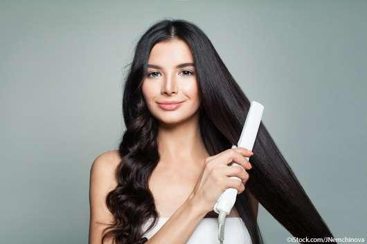 Haare glätten: Das solltet ihr beachten