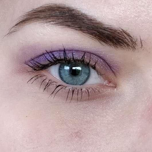 Auge mit IsaDora Active All Day Wear Eyeshadow, Farbe: 11 Purple Magic