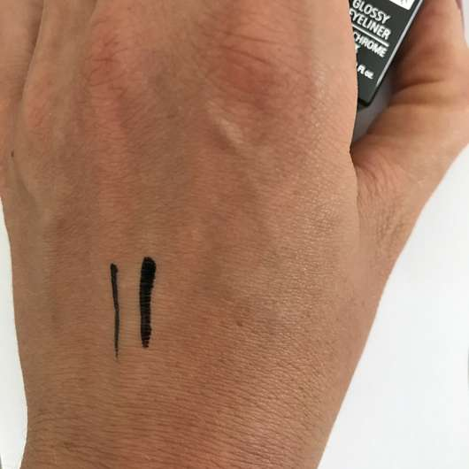 IsaDora Glossy Eyeliner Waterproof, Farbe: 40 Chrome Black - Swatches