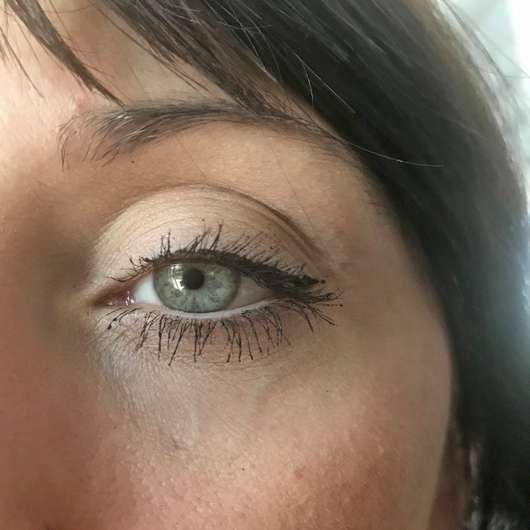Auge mit IsaDora Glossy Eyeliner Waterproof, Farbe: 40 Chrome Black