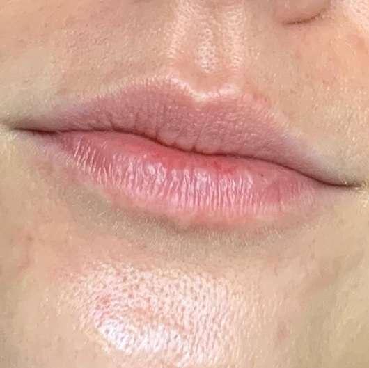 Lippen ohne ISANA Getönte Lippenpflege Color 2 Care, Farbe: Rot