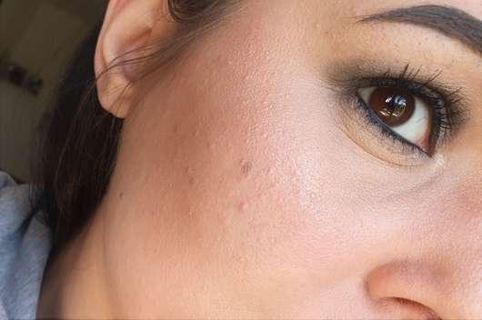 Gesicht mit Pixi +C Vit Glow-y Powder, Farbe: Peach Dew