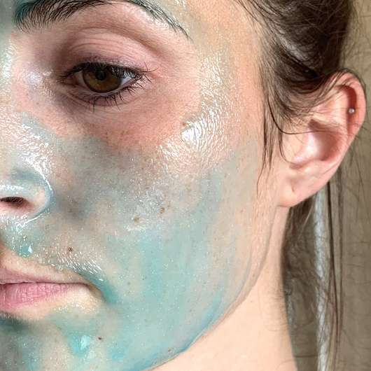 Gesicht mit Schaebens Peel-Off Maske