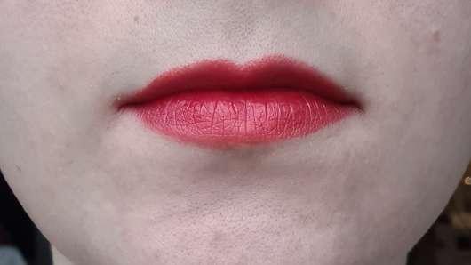 Lippen direkt nach dem Auftrag des trend IT UP Color Lip Tint, Farbe: 020