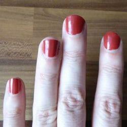 lackierte Nägel mit trend IT UP Quick Dry Nail Polish, Farbe 075