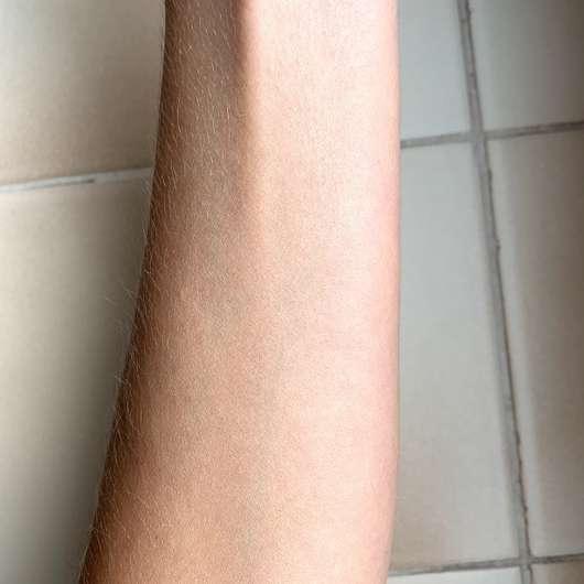 BYRON BAY AUSTRALIA Coconut Oilspray LSF 15 (mit Kokosduft) - Haut direkt nach dem Verteilen