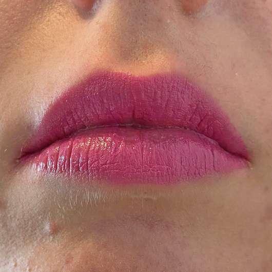 Lippen mit KISS Professional New York Luscious Gel Shine Lipstick, Farbe: 22 Christmas Flip