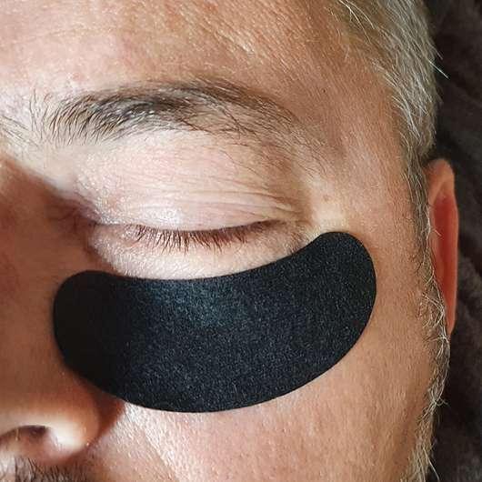 Augenpartie mit Balea MEN Hydro Augenpads mit Kühleffekt