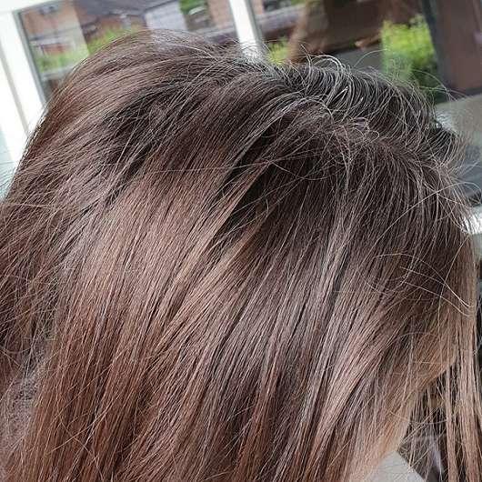 Haare direkt nach der Anwendung des Balea Trockenshampoos Schwungvoll (LE)