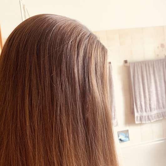 Haare nach der Anwendung des Balea Trockenshampoos Schwungvoll (LE)