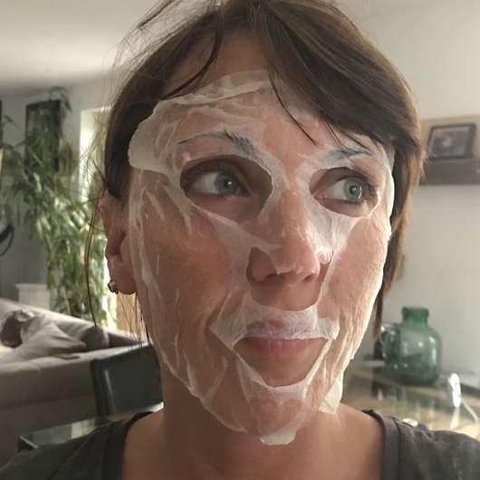 Gesicht mit einer CANDYCUSH Seidige Tuchmaske