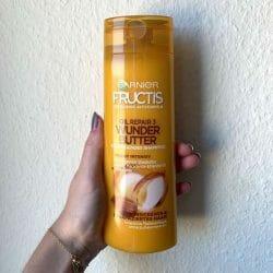 Produktbild zu Garnier Fructis Oil Repair 3 Wunderbutter Kräftigendes Shampoo