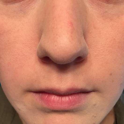 Gesicht mit Alterra Kompaktpuder, Farbe: 02 Medium