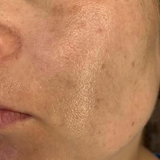 Haut direkt nach dem Auftrag der Tiroler Kräuterhof Naturkosmetik Bio Gesichtscreme