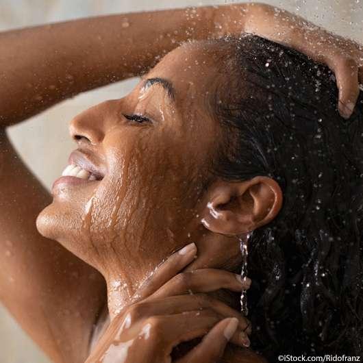 Was ist besser: morgens oder abends duschen?