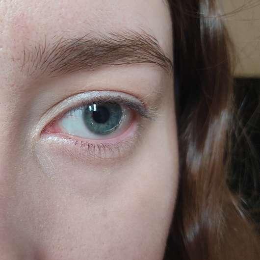 Augenpartie mit Bell HYPOAllergenic Just Free Skin Light Liquid Concealer, Farbe: 02 Fresh