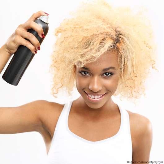 Das solltet ihr bei Haarspray niemals tun!