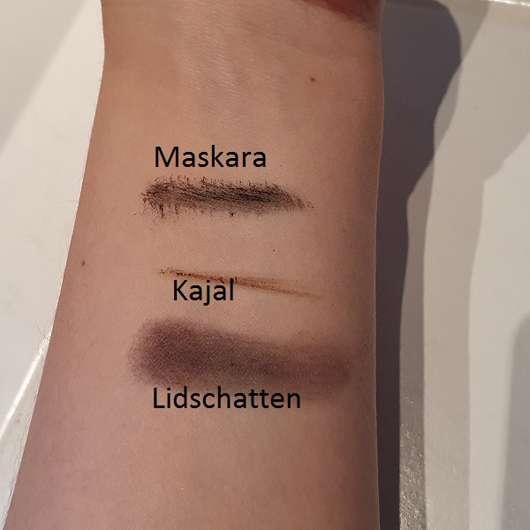 Verschiedene Produkte vor der Anwendung des Balea Augen Make-Up Entferners (ölfrei)