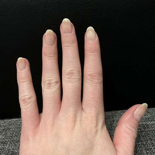 essence XXL nail thickener - lackierte Nägel