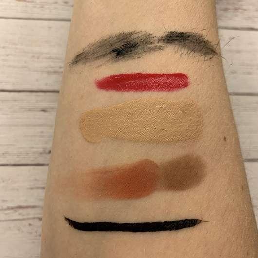 Unterarm mit Schminke vor der Anwendung des Alterra 2-Phasen Augen-Make-up Entferners