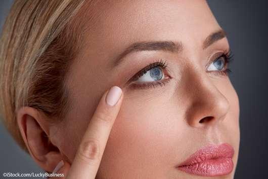 Beauty Hack für eine straffe Augenpartie