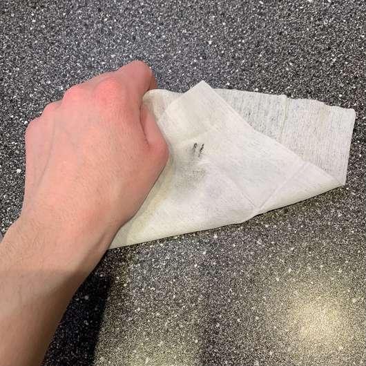 ISANA 3in1 Sanfte Reinigungstücher (LE) - nach der Anwendung eines Tuches
