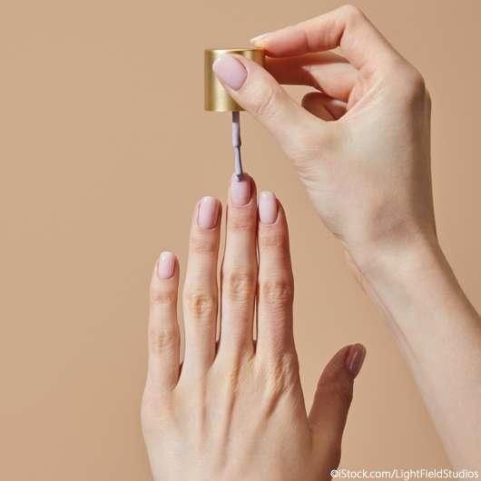 Micro Manicure: So gelingt der schlichte Nail Art Trend