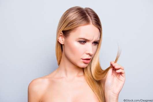 Haarmilch: So hilft sie bei Spliss und trockenem Haar